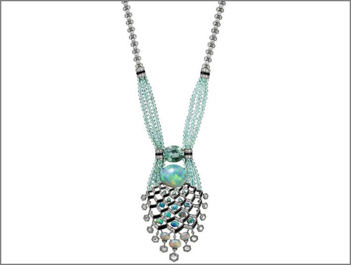 Collana Matsuri in platino con diamanti, opali, tormalina, onice