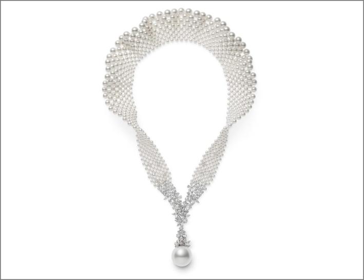 Collana della collezione Jeux de Rubans, con grande perla pendente