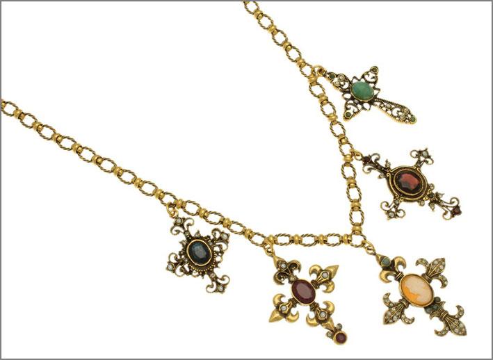 Collana in ottone dorato con croci, zaffiri, rubini, smeraldi perle, Swarovski