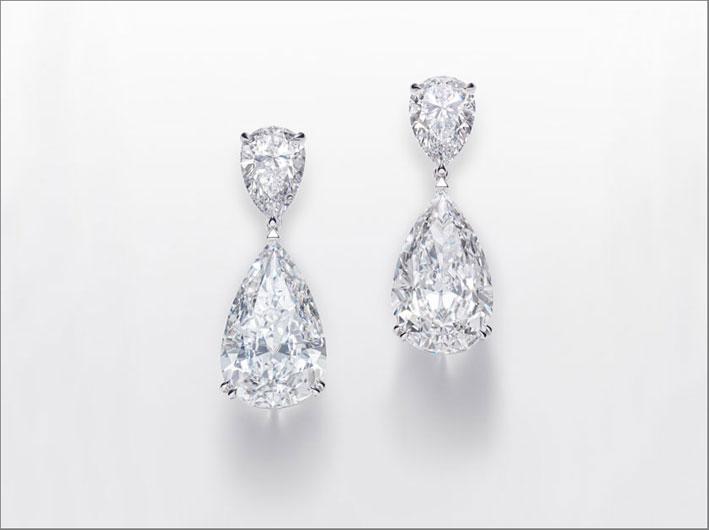 Orecchini con diamanti a pera di 3 e 10,3 carati