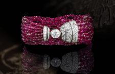 Bracciale Évocation Floreale, in oro bianco, rubini e diamanti