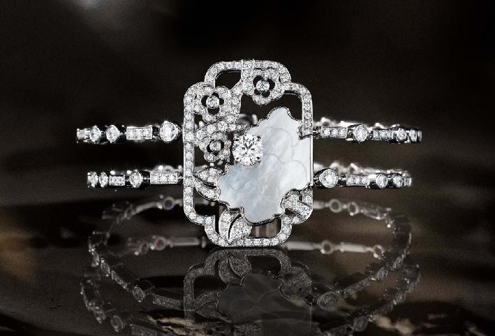 Bracciale Fleur de Nacre, in oro bianco, madreperla e diamanti