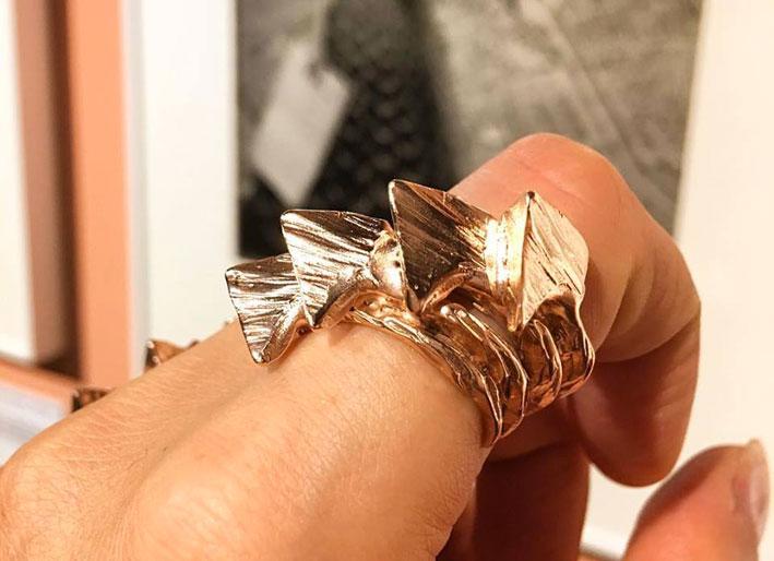 Anello Four Stega in oro (immagine da Facebook)