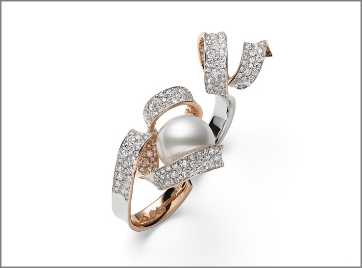 Anello con oro rosa, diamanti, grossa perla