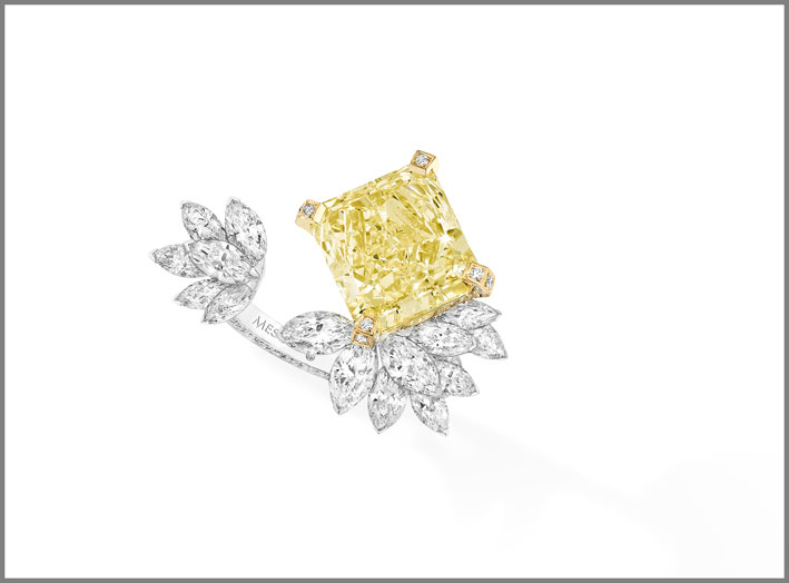 Anello Radiant Firebird, con un diamante fancy yellow di oltre 7 carati