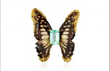 Spilla con farfalla, smeraldo e zaffiri