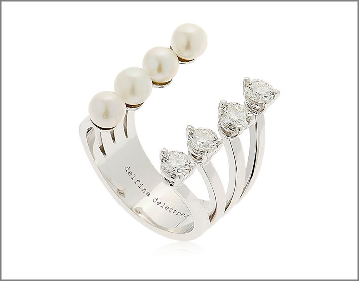 Anello Pearls Domino, con perle Akoya e diamanti