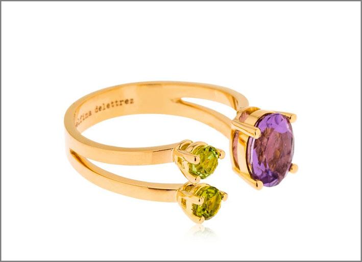 Anello della collezione Dot, in oro, ametista e peridoto