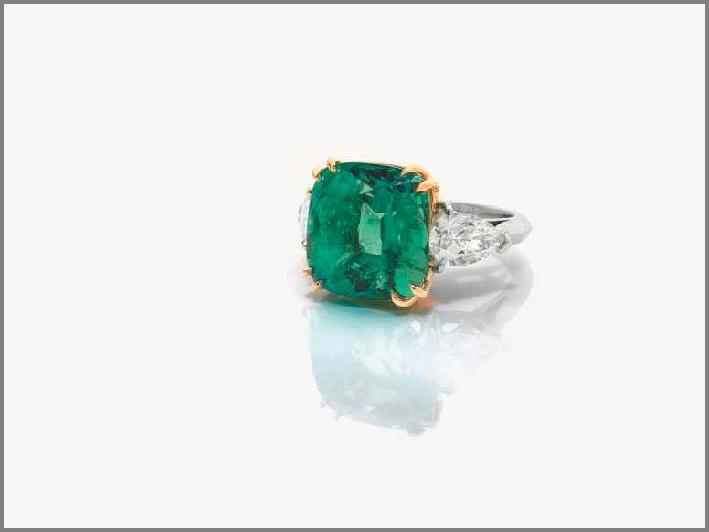 Anello in platino con diamanti e smeraldo colombiano taglio cuscino di 13 carati