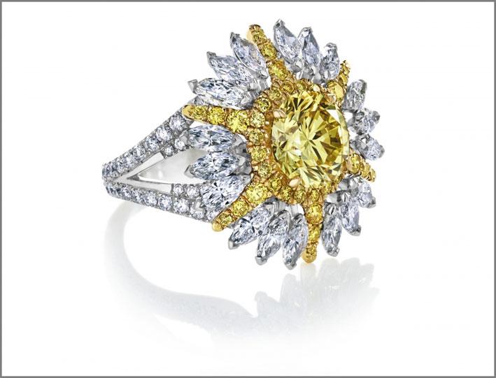 Anello con diamanti bianchi e gialli della linea Ra, lato