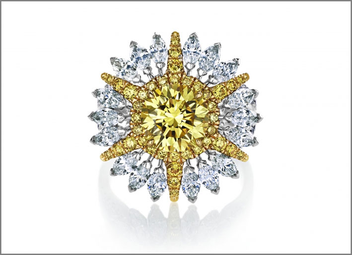 Anello con diamanti bianchi e gialli della linea Ra