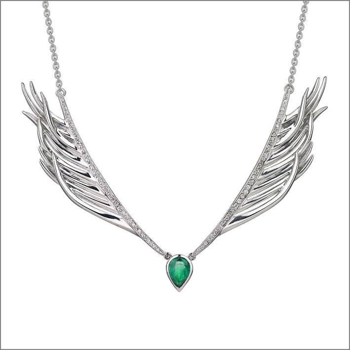 Collana a forma di ali e smeraldo