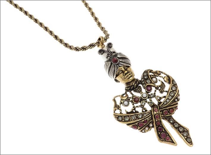Collana il Moro in ottone dorato, argentato, con scialle e turbante con perle, rubini, cristalli Swarovski