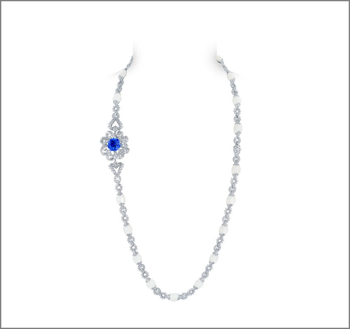 Collier in oro bianco, diamanti e tanzanite
