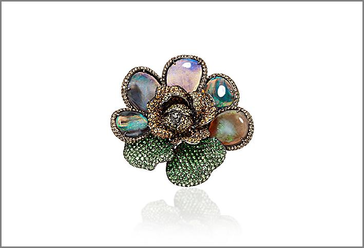 Anello con foglie di opale, diamanti, zaffiri, tsavorite