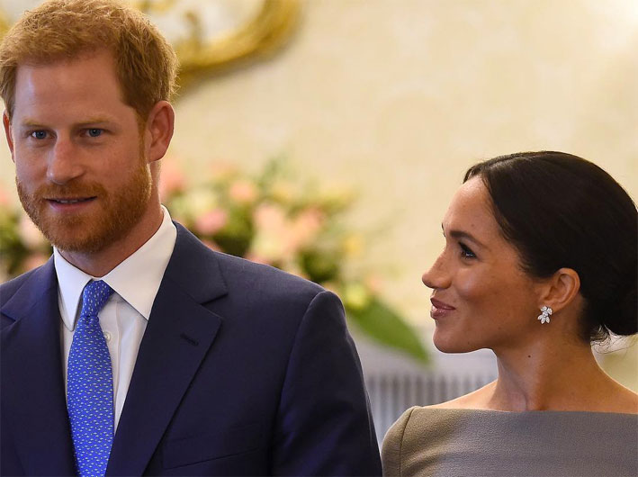 Meghan Markle indossa gli orecchini Snowflake di Birks, oro bianco e diamanti