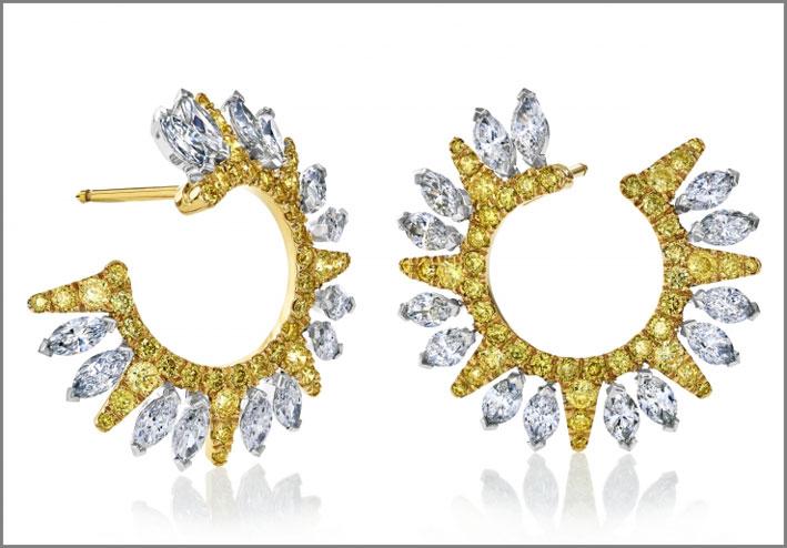 Orecchini di diamanti bianchi e gialli della linea Ra