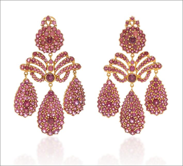 Orecchini in oro giallo, argento, zaffiri rosa