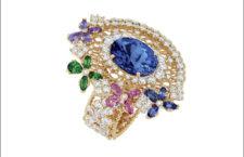 Anello in oro rosa con diamanti, zaffiri blu e rosa, tormalina e tanzanite al centro