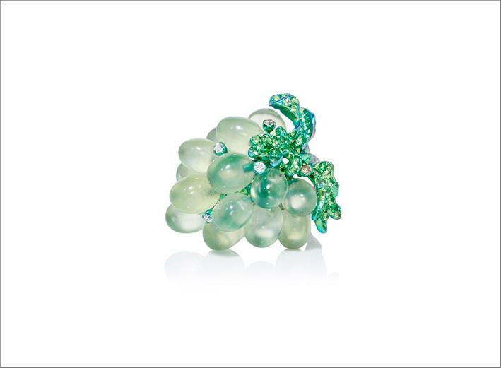 Anello a forma di grappolo d'uva in titanio con prenite, tsavorite, diamanti