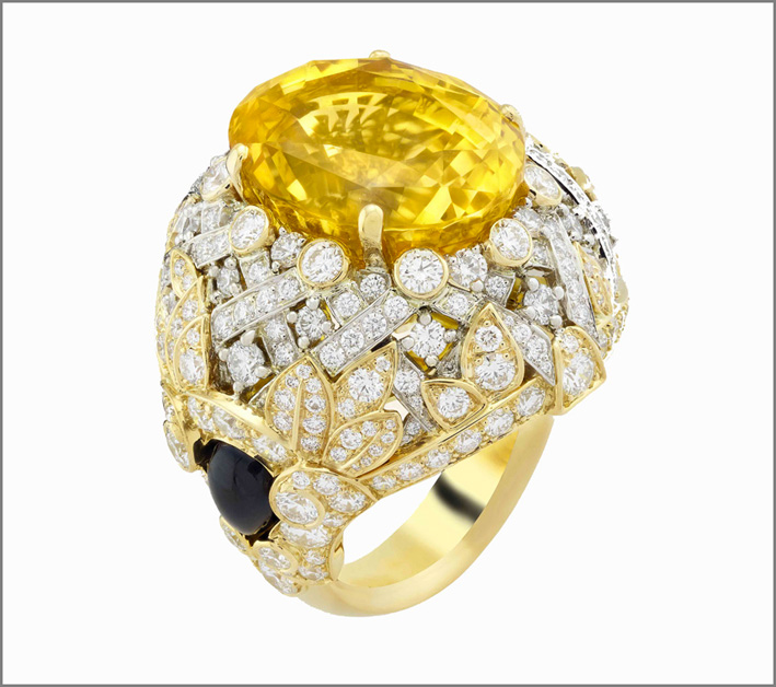 Anello Hespérides. Zaffiro giallo ovale di 20,36 carati (Sri Lanka), onice, diamanti