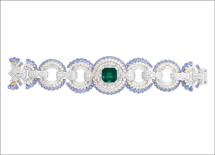 Bracciale Carrousel des demoiselles. Smeraldo taglio smeraldo di 10,41 carati (Brasile), zaffiri, diamanti