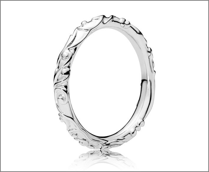 Anello in argento della collezione Regal Tales