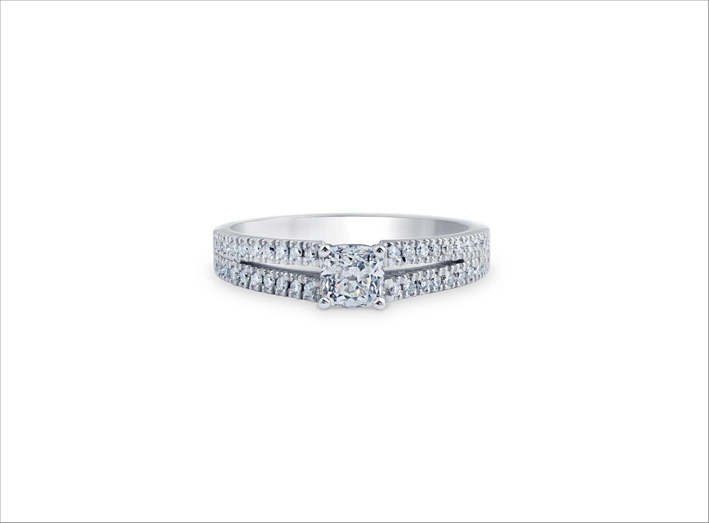 Anello con diamante taglio Asscher