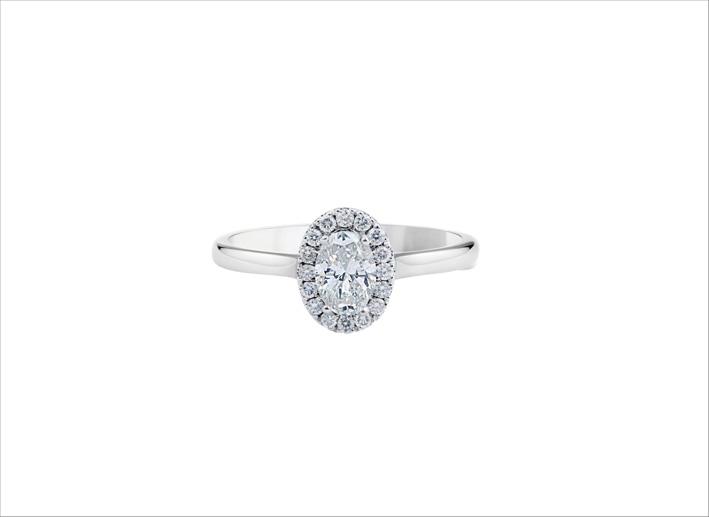 Anello con diamante taglio ovale