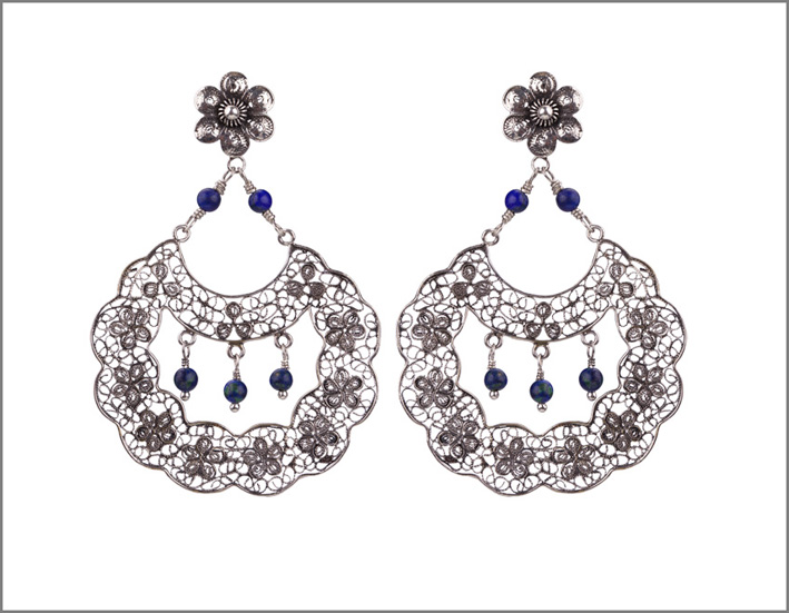 Yvone Christa, orecchini in argento e perle della collezione Hops Retrò