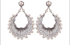 Yvone Christa, orecchini in argento e perle