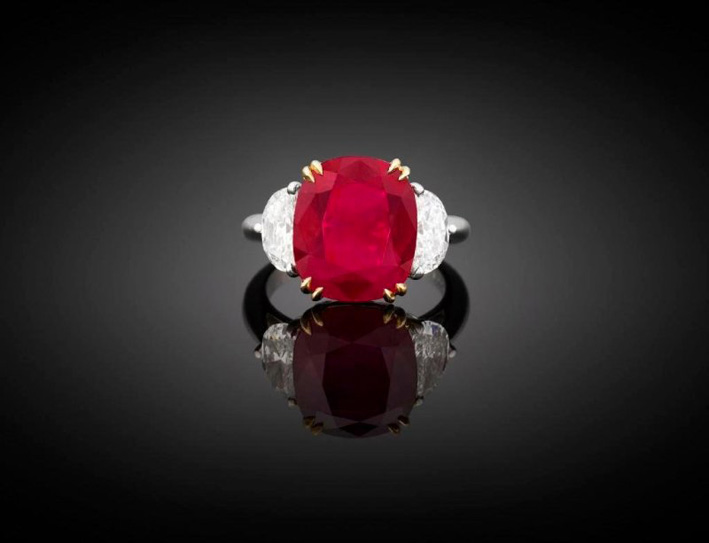 Anello con rubino burmese e diamanti