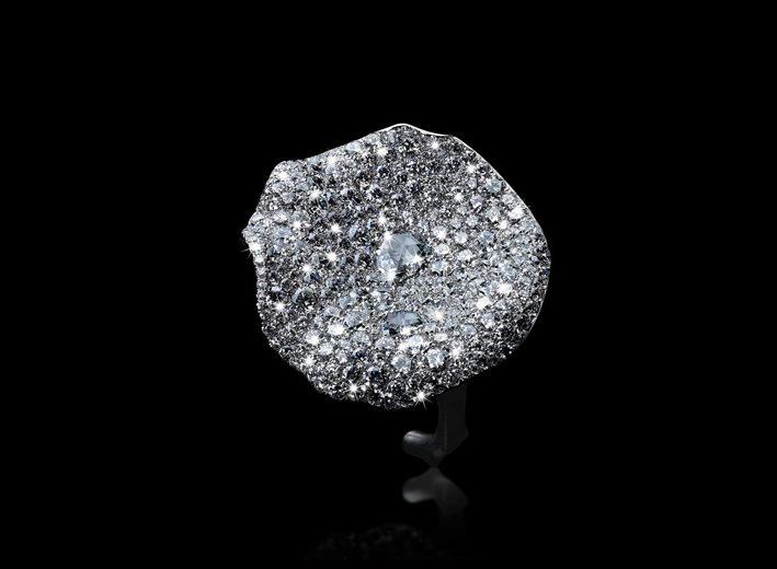 Anello in titanio con pavé di diamanti