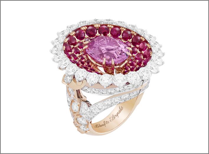 Anello Calice de spinelle. Spinello rosa ovale di 6,25 carati, rubini, diamanti