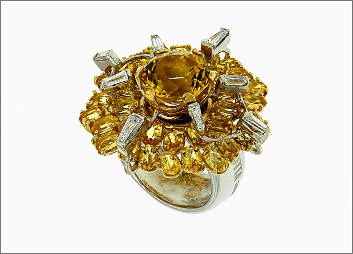 Anello con berilli gialli e diamanti