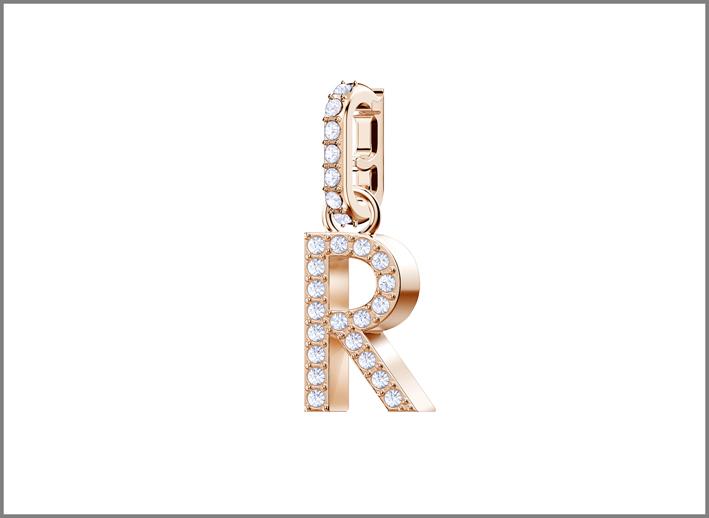 Swarovski, ciondolo con una delle lettere applicabili grazie a una chiusura magnetica