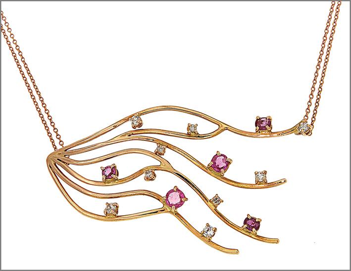 Collana in oro rosa, diamanti e rubini