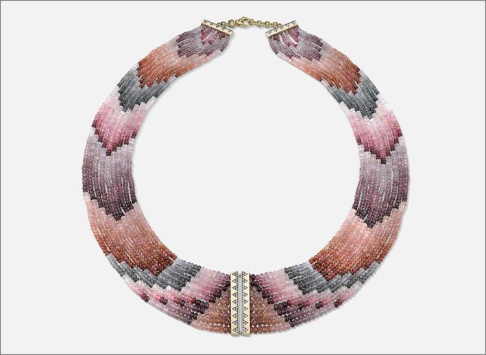 Collana con perline di spinelli di diversi colori