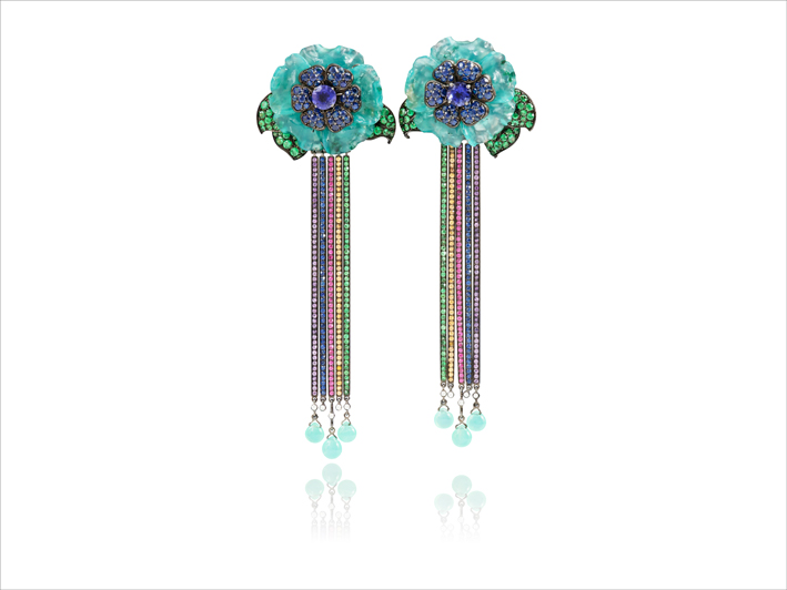 Earrings 18k or 33,90cts, opals 8,20grs, tanzanites 0,40gr, chrysoprases 0,59gr, saphirs / sapphires 3,71cts, tsavorites 0,66gr, rubis / rubies 0,80ct, sapphires orange sapphires 0,84ct, amethyst 0,13gr, diamonds 0,11ct