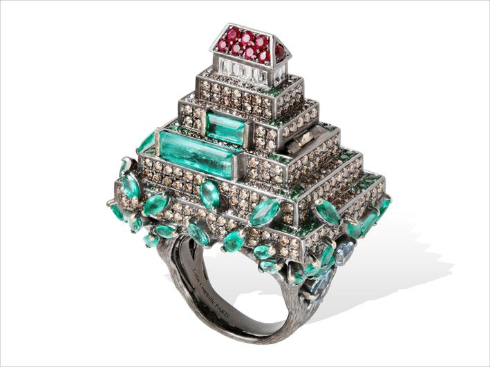 Anello ispirato a una piramide maya