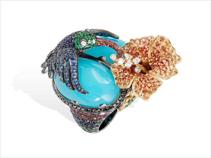 Ring 18 k gold 38.89 grs, 59 white diamonds 0.74 ct, 93 brown diamonds 2.90 cts, 47 rubys 1.07 ct, 355 sapphires 10.3 cts, 72 tsavorites 0.43 gr, 2 A-M / agate laguna 10.1 grs