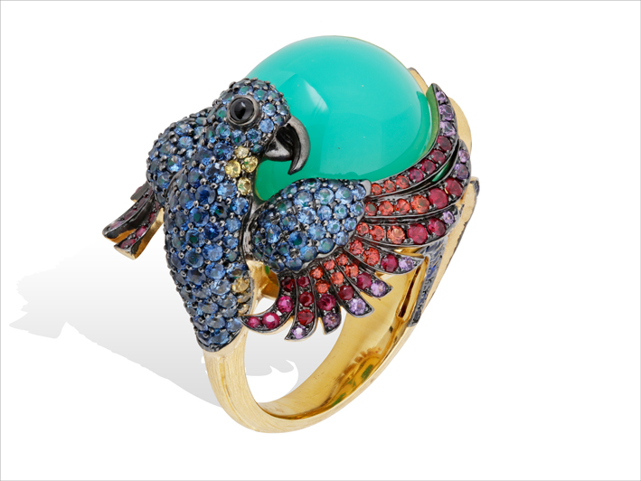 Ring 18 k gold 22.71 grs, 36 rubies 1.07 ct, 264 pures and fancy sapphires 5.2 ct, 1 chrysoprase 8.70 grs, 56 tsavorites 0.24 gr