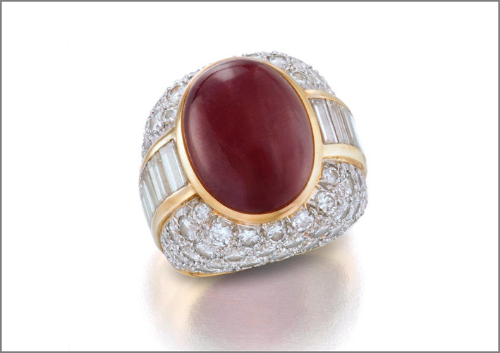 Anello con rubino e diamanti di David Webb