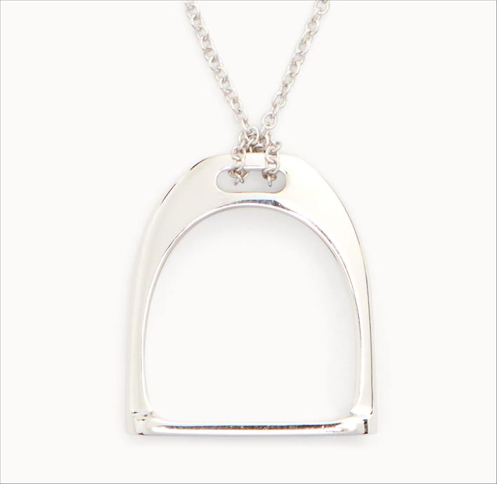 Pendente in argento a forma di staffa per collana
