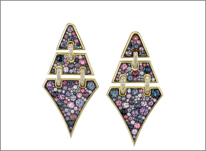 Orecchini in oro con diamanti, zaffiri, acquamarina
