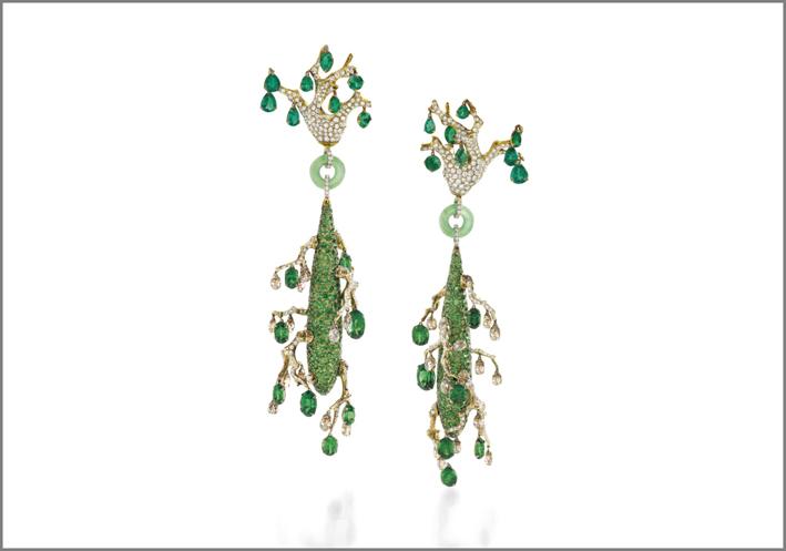 Orecchini pendenti con giada e diamanti di Wallace Chan
