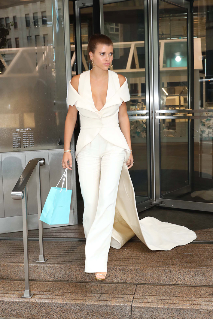 La modella all'uscita dalla boutique della Fifth Avenue