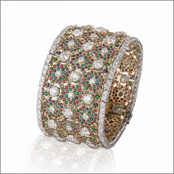 Bracciale in oro, diamanti, smeraldi, rubini, zaffiri