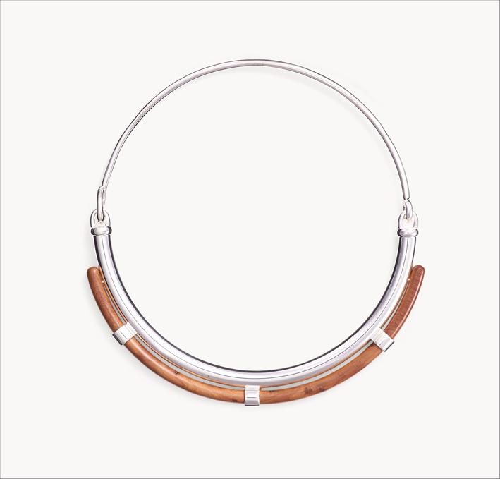 Collana in ottone placcato argento con radice di tuia