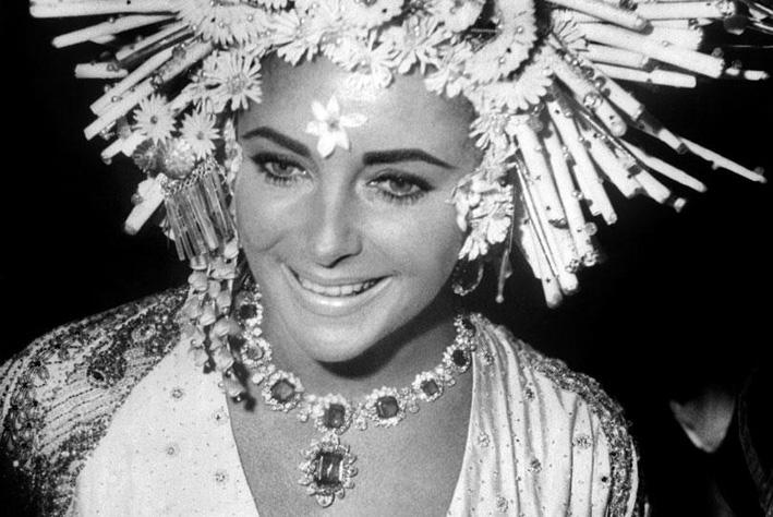 Elizabeth Taylor con collier Bulgari